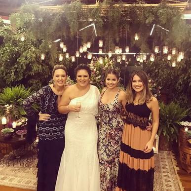 O vestido era lindo e fez muito sucesso na festa!