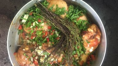 chicken with thyme in pot