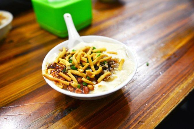 豆腐脑 (dòufu năo)
