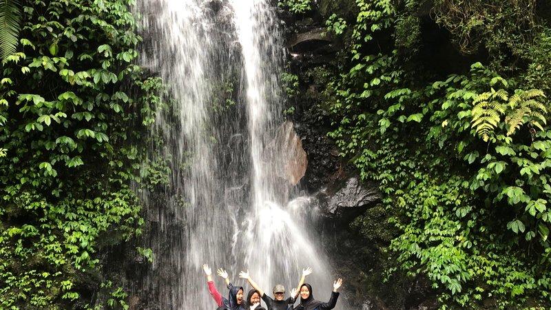 Lee Waterfall