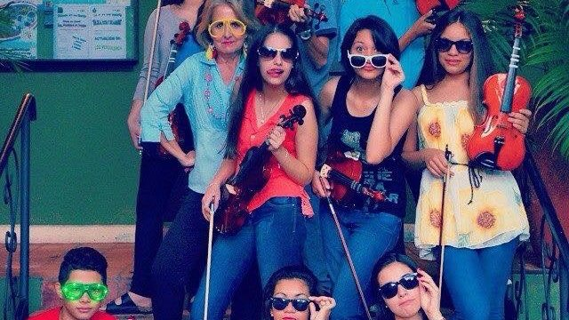 Peace Corps Paraguay Volunteer Jane Spelce teaches young violinists.
