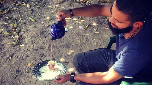 pouring attaya