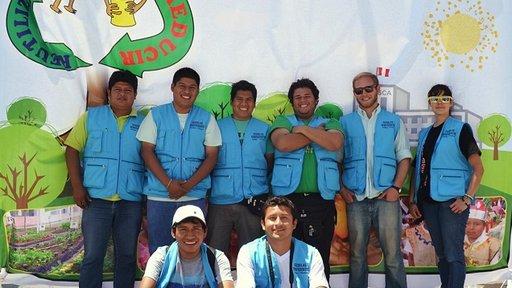Michael Kowalick with the Escuelas Ecoeficientes team.