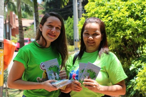 """Gran impacto misionero: La asociación centro occidental distribuyó 160 mil libros """"Esperanza para las familias de hoy"""""""