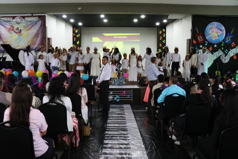 Una Explosión Musical Con Jesús!