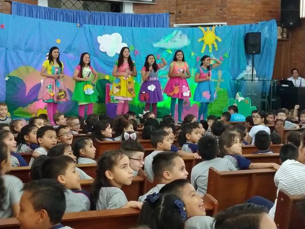 Estudiantes, padres de familia y directivos del Colegio Adventista Libertad de Bucaramanga celebraron el Día de la Biblia
