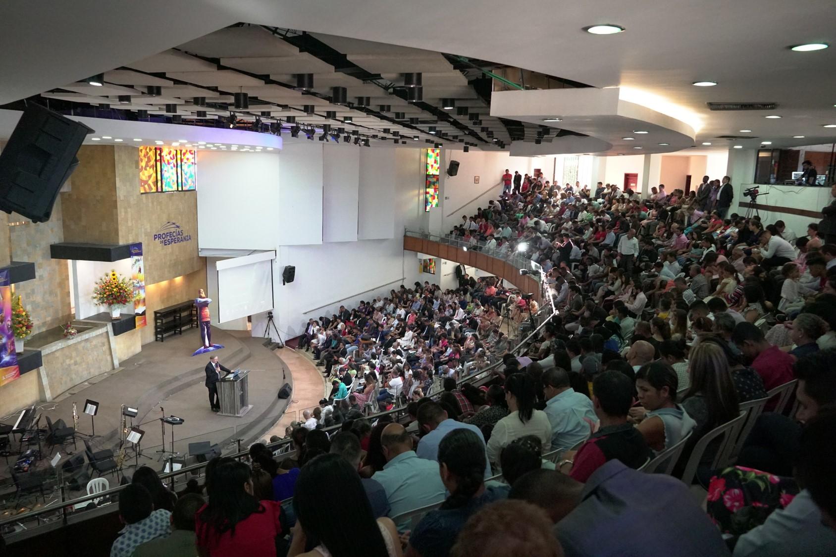 """Adventistas y amigos de la iglesia fueron fortalecidos durante el ciclo de conferencias """"Profecías de esperanza"""""""