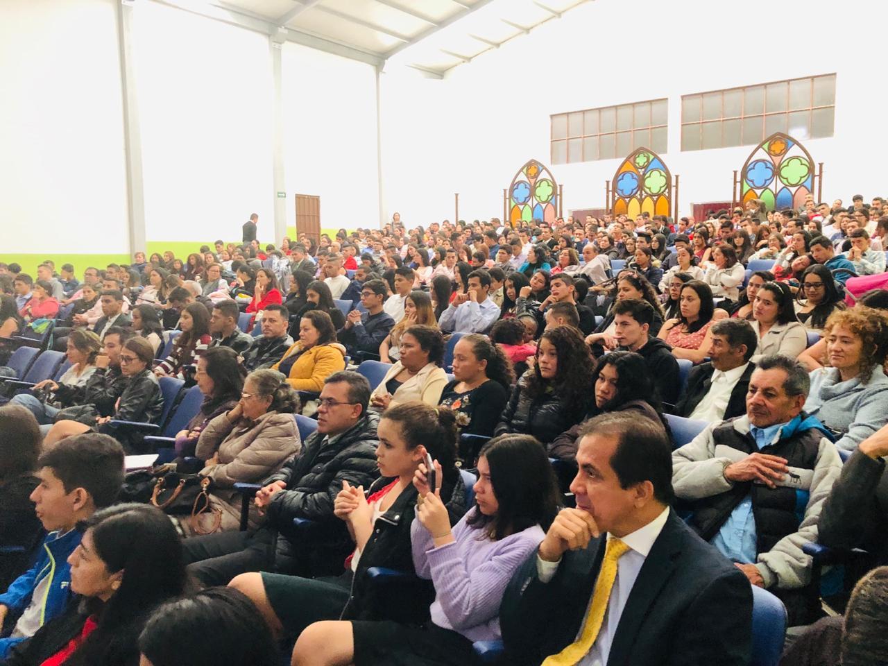 Más de 800 jóvenes aceptan el llamado al ministerio PCM