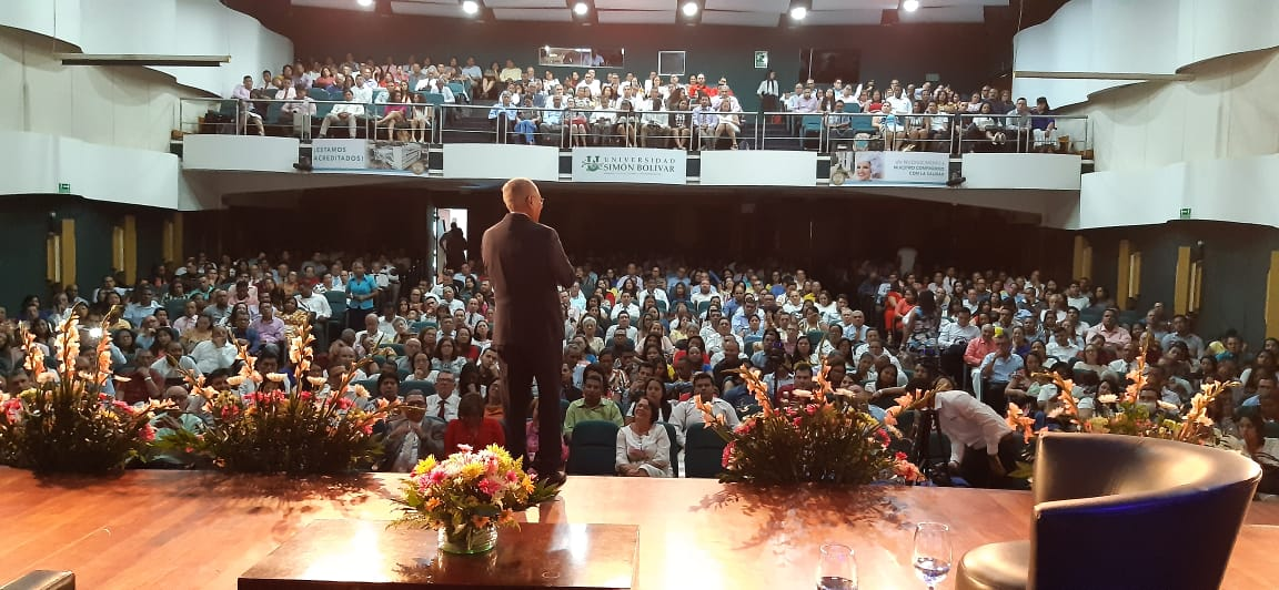 """""""Familias de Esperanza"""" fue el lema repetido por más de 350 asistentes en el Congreso de Parejas."""
