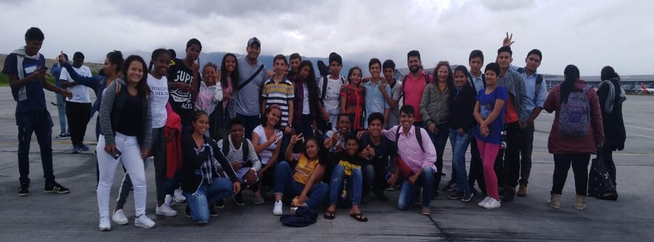Fuerza Aérea Colombiana transportó de Villavicencio a Bogotá a estudiantes y directivos de Instival