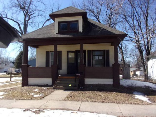 Photograph of 326 4th Ave SE, Oelwein, IA 50662