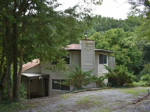 Photograph of 831 Lee Cir, Sevierville, TN 37862