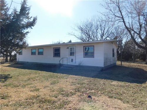 Photograph of 1021 26th Ave, Canton, KS 67428