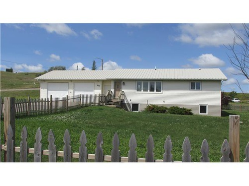 Photograph of 106 7th Ave, Bainville, MT 59212