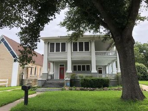 Photograph of 334 Green St, Rockdale, TX 76567