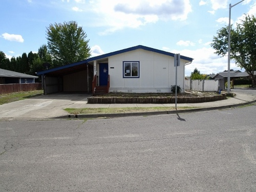 Photograph of 802 NE Hide Away Dr, Mcminnville, OR 97128