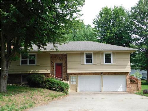 Photograph of 1411 Robin St, Kearney, MO 64060