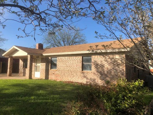 Photograph of 121 Peach St, Snyder, TX 79549