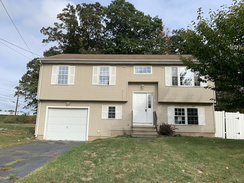 Photograph of 6 Stonegate Rd, New Britain, CT 06053
