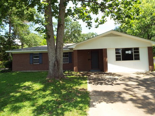 Photograph of 400 White St, Mccomb, MS 39648