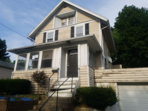 Photograph of 2165 17th St SW, Akron, OH 44314