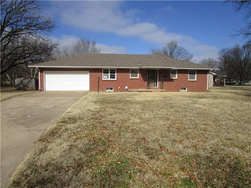 Photograph of 361 S 1st St, Clearwater, KS 67026
