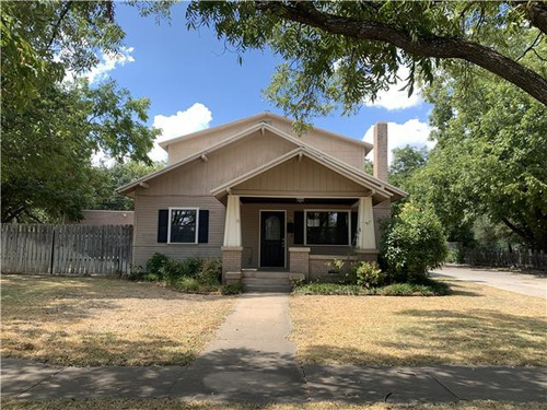 Photograph of 906 S Pecan St, Brady, TX 76825