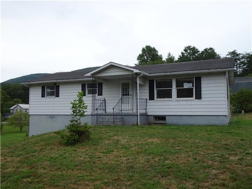 Photograph of 21 Charlyn Acres Dr, North Bend, PA 17760