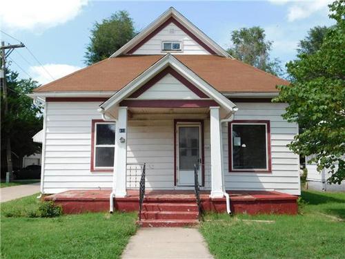 Photograph of 410 W 11th Ave, Hutchinson, KS 67501