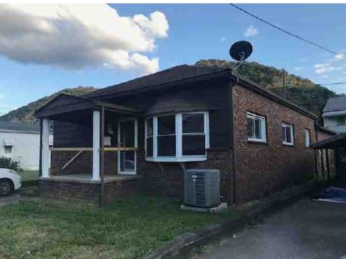 Photograph of 1023 4th Ave, Montgomery, WV 25136