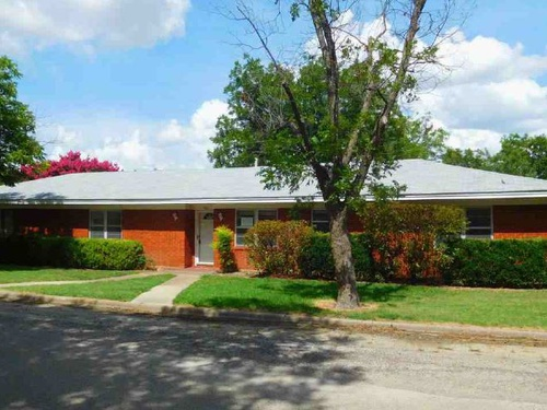 Photograph of 401 Dallas St, Coleman, TX 76834