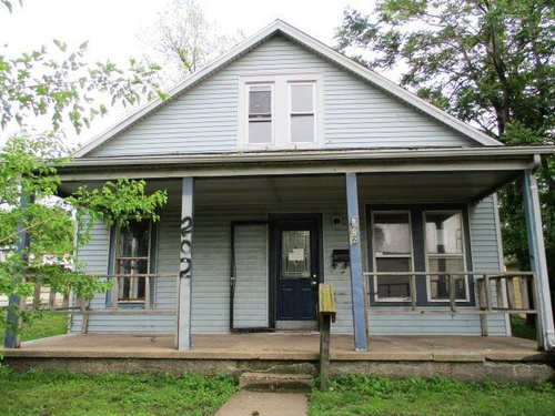 Photograph of 202 Cooper St, Pekin, IL 61554