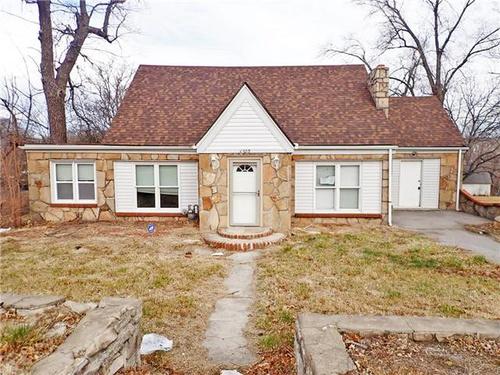 Photograph of 6920 E 55th St, Kansas City, MO 64129