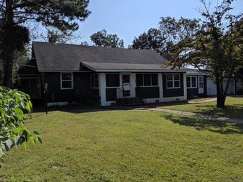 Photograph of 200 Westover St, Elizabeth City, NC 27909