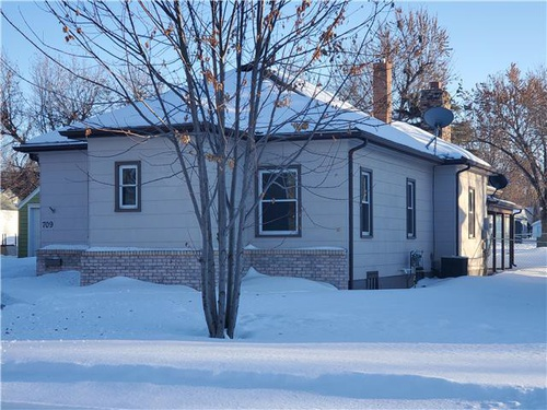 Photograph of 709 W 2nd Ave, Flandreau, SD 57028