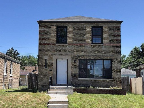 Photograph of 9819 S Woodlawn Ave, Chicago, IL 60628