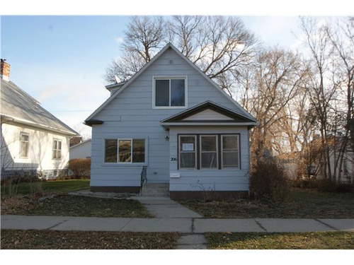 Photograph of 206 5th Ave NW, Mandan, ND 58554