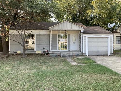 Photograph of 705 Mac Arthur Aven, Wake Village, TX 75501
