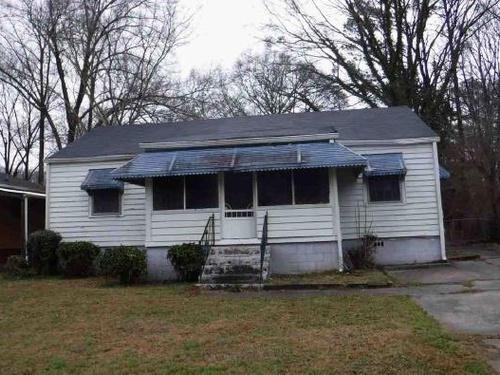 Photograph of 2482 Spring Garden Dr SW, Atlanta, GA 30315