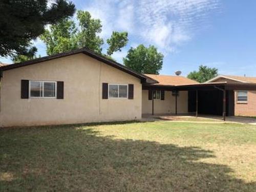 Photograph of 305 W Yucca Ave, Clovis, NM 88101