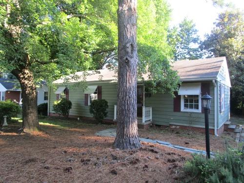 Photograph of 2500 Fernwood Drive, Greensboro, NC 27408