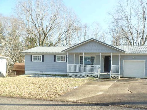 Photograph of 2005 Olive Ct, Milton, WV 25541