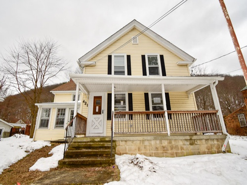 Photograph of 421 N Main St, Winsted, CT 06098