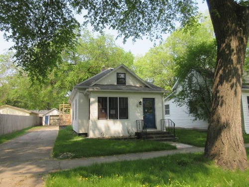 Photograph of 810 Oak St, Grand Forks, ND 58201