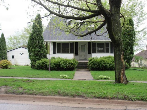 Photograph of 206 3rd St SE, Hopkinton, IA 52237