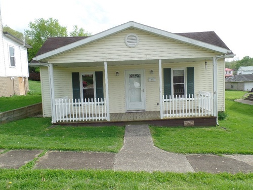 Photograph of 32 New St, Glouster, OH 45732