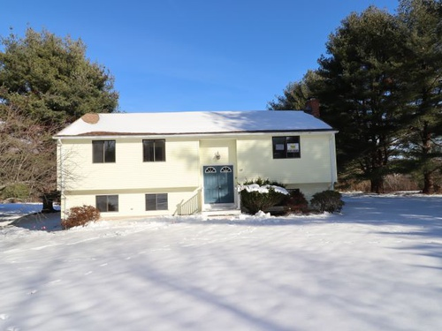 Photograph of 86 Great Pond Rd, Simsbury, CT 06070