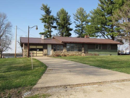 Photograph of 415 E Green St, Wyoming, IA 52362