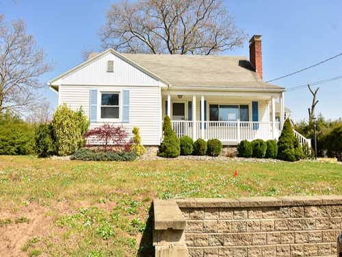 Photograph of 246 Mansfield Ave, Waterbury, CT 06705
