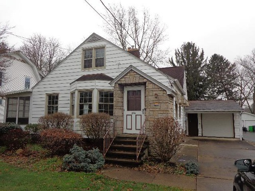 Photograph of 804 W Market St, Orrville, OH 44667